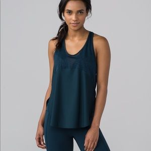 Lululemon Twist and Train Tank color Jaded size 2